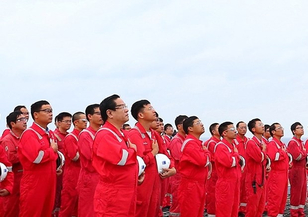 Biendong POC's flag-salute ceremonies set Guinness Vietnam record hinh anh 2