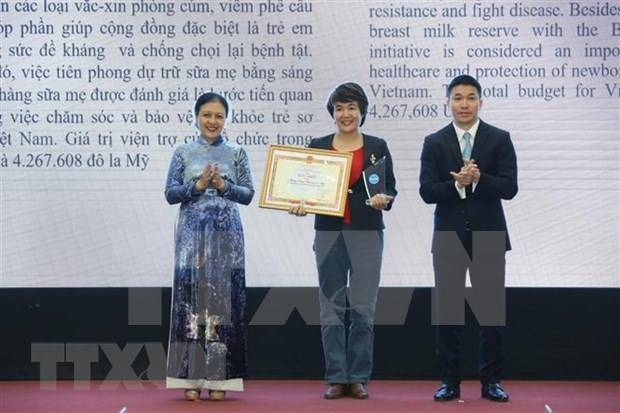 50 foreign NGOs receive VUFO certificate of merit hinh anh 1