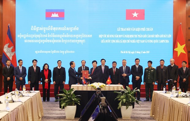 Legal documents on Vietnam-Cambodia border demarcation, marker planting take effect hinh anh 1
