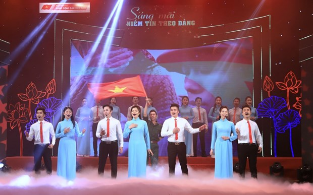 Hanoi arts programme praises Party's leadership hinh anh 2