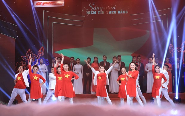 Hanoi arts programme praises Party's leadership hinh anh 3