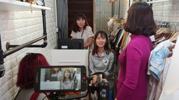 Documentary on young migrant female workers wins prize at US film festival hinh anh 1