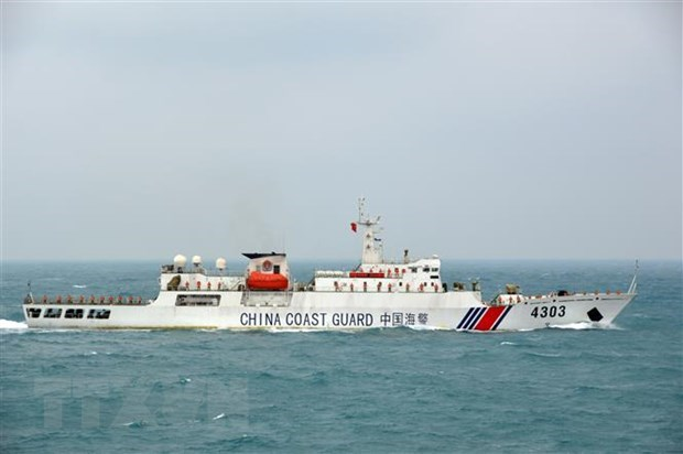 Vietnamese, Chinese coast guards conduct joint patrol in Tonkin Gulf hinh anh 2