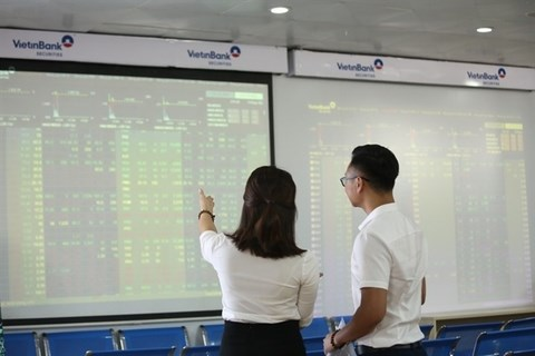 Banks sprint to transfer listing to official bourses hinh anh 1