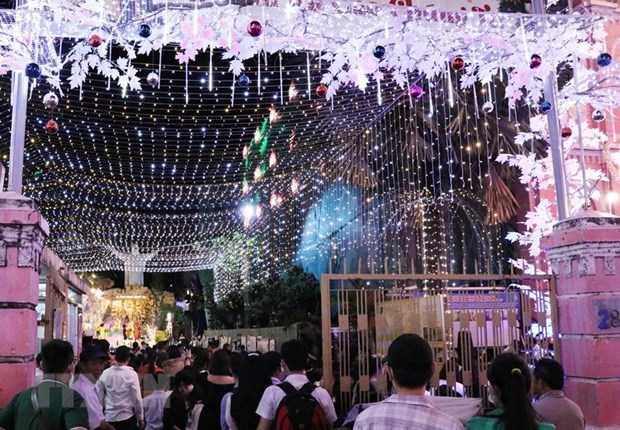 Christmas atmosphere overwhelms localities nationwide hinh anh 3