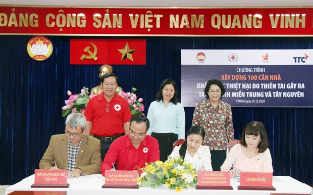 100 houses to be built in disaster-hit provinces hinh anh 1