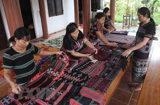 Support for development in ethnic minority areas extended to 2025 hinh anh 1