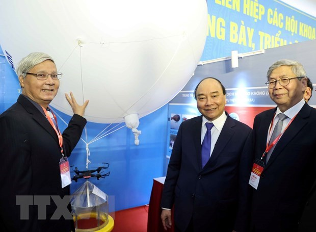 Science-technology must be key driver in developing production: PM hinh anh 2