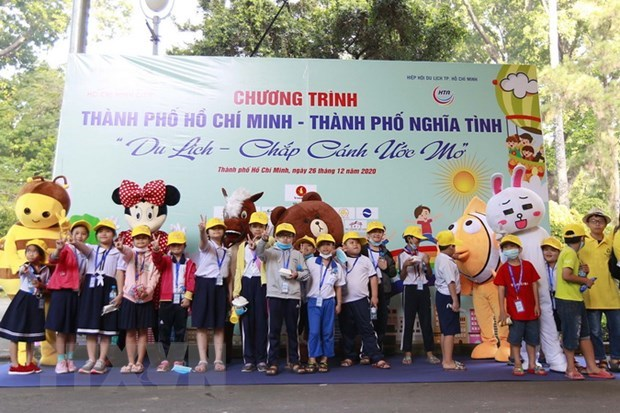 HCM City offers free tours to disadvantaged children, adults hinh anh 1