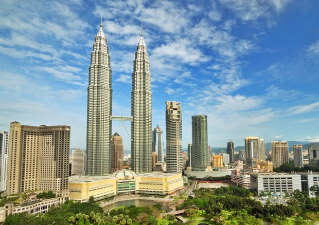 Malaysia considers opening border to boost tourism hinh anh 1