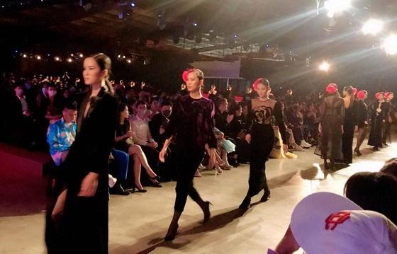 400 models, artists liven up 2020 Vietnam international fashion festival hinh anh 1
