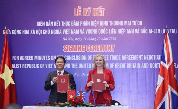 UK-Vietnam FTA to become effective from 23:00 on December 31 hinh anh 1