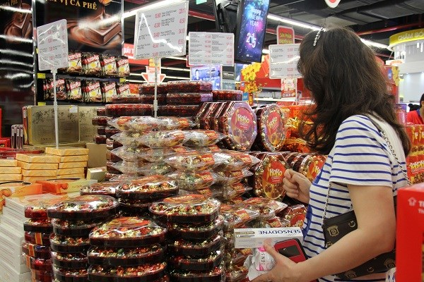 HCM City firms gear up for Tet hinh anh 1