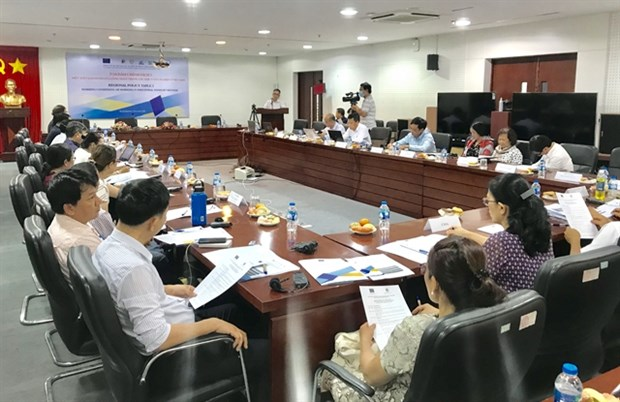 Workers in industrial zones face dual challenges amid pandemic hinh anh 1