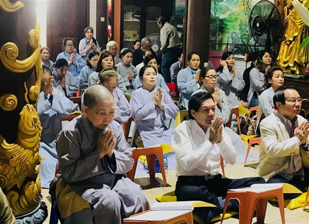 Vientiane pagoda holds prayers for peaceful new year hinh anh 1
