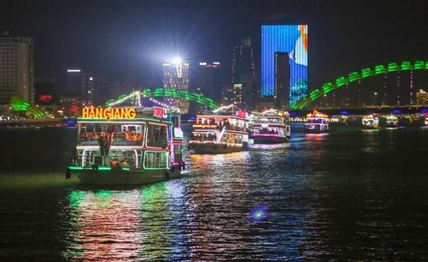 Da Nang resumes night activities on Han River hinh anh 1