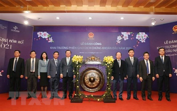 First trading session of Vietnamese stock market in 2021 opens hinh anh 1