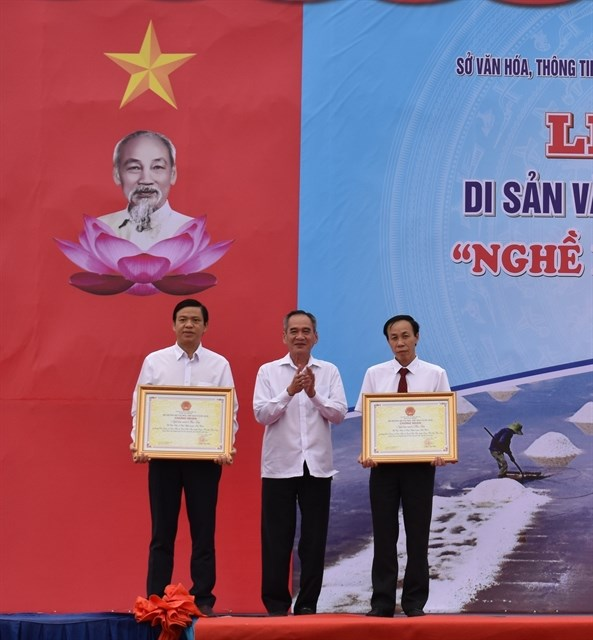 Salt-making craft in Bac Lieu named national heritage hinh anh 1