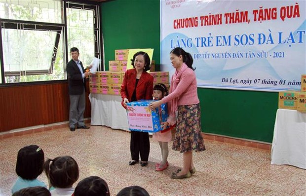 Mass mobilisation head pays pre-Tet visit to Lam Dong hinh anh 1
