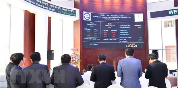 HoSE stocks beat market in December hinh anh 1