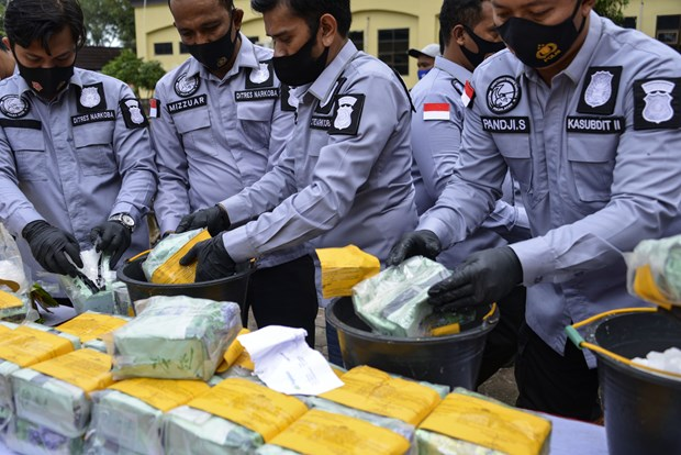 Indonesia's police arrest six suspected drug traffickers hinh anh 1