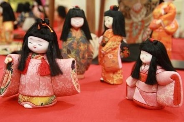 Japan's traditional dolls on display in HCM City hinh anh 1
