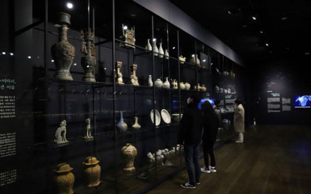Vietnamese ceramics go on show in RoK hinh anh 1