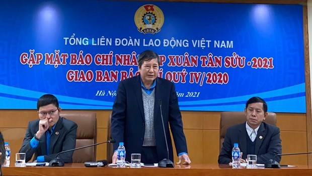 Union confederation extends help to workers as Tet approaches hinh anh 1