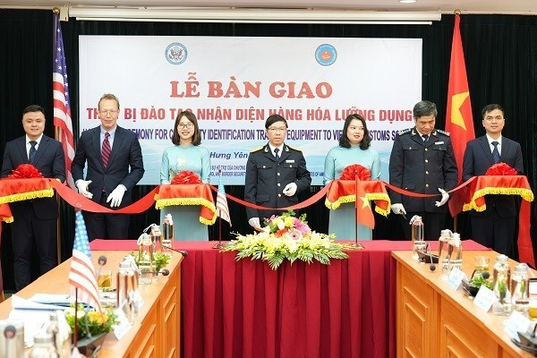 US provides training equipment for customs sector hinh anh 1