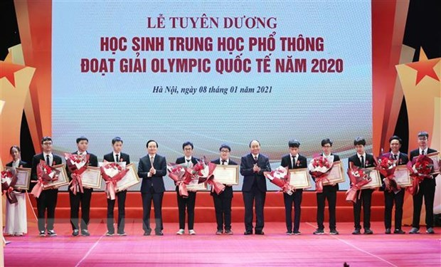 Outstanding students at international Olympiads honoured hinh anh 1