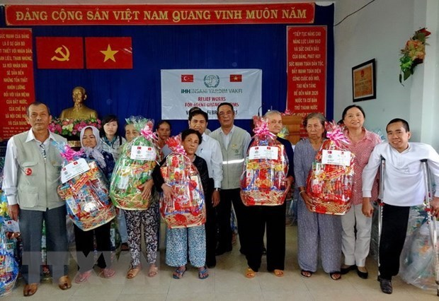 HCM City focuses on caring for the needy ahead of Tet hinh anh 1