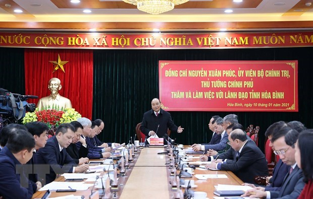 PM urges Hoa Binh province to tap potential for development hinh anh 1