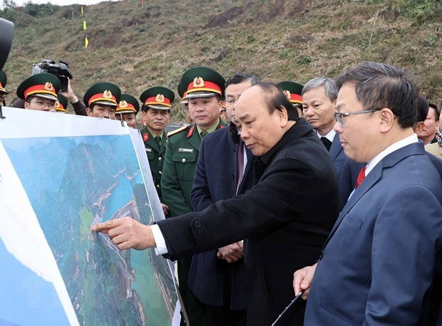 PM urges Hoa Binh province to tap potential for development hinh anh 2