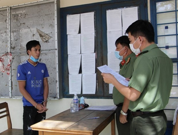 Two more arrested for facilitating illegal entry of COVID-19 patient No. 1,440 hinh anh 1