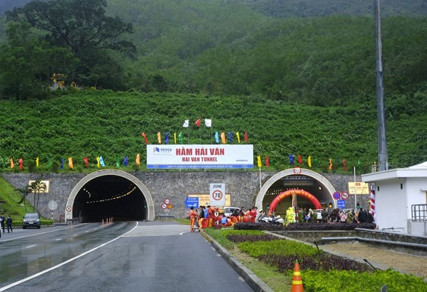 Longest road tunnel in Southeast Asia open to traffic hinh anh 3