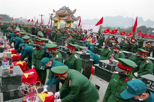 Remains of 23 martyrs reburied in Hoa Binh hinh anh 1