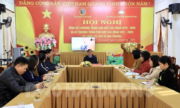 Environment ministry, VFF enhance cooperation hinh anh 1