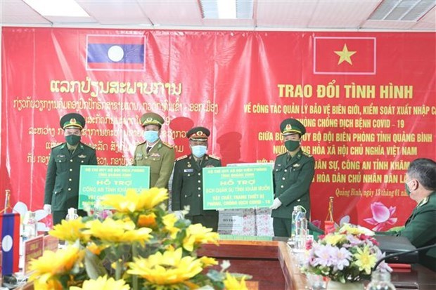 Vietnamese, Lao provinces enhance ties in border defence, COVID-19 fight hinh anh 1