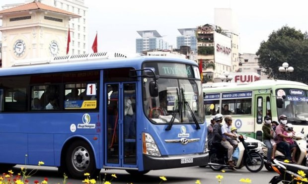 HCM City to open five electric-bus routes for 2-year trial run hinh anh 1