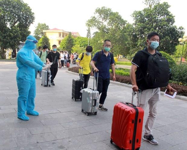 Vietnamese returning home via land border gates exempt from quarantine fees hinh anh 1