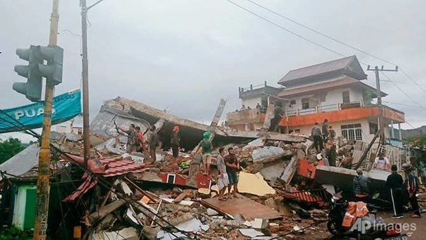 At least seven killed in earthquake on Indonesia's Sulawesi island hinh anh 1