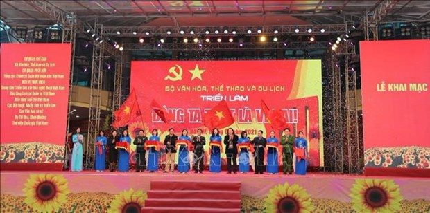 Exhibition on Communist Party of Vietnam opens in Hanoi hinh anh 1