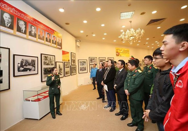 Exhibition on Communist Party of Vietnam opens in Hanoi hinh anh 2