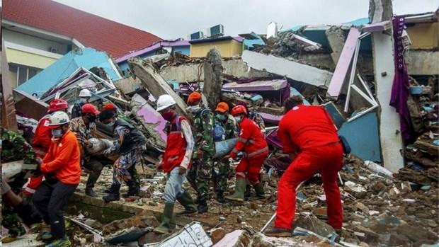 Indonesia: heavy rains hamper rescue of quake victims hinh anh 1