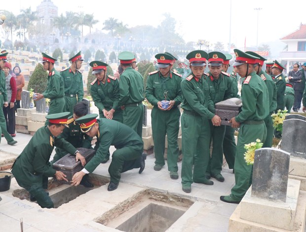 Remains of Vietnamese volunteer soldiers repatriated from Laos hinh anh 1