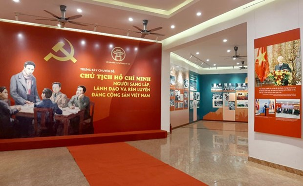 Photo exhibition spotlights President Ho Chi Minh with Communist Party of Vietnam hinh anh 1