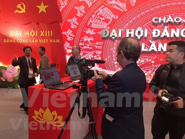 More than 200 media outlets to cover 13th National Party Congress at the scene hinh anh 4