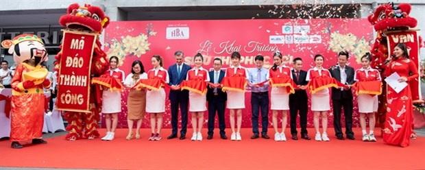 HBA, E-wallet SmartPay, Era Group offer new 'welfare supermarkets' for workers hinh anh 1