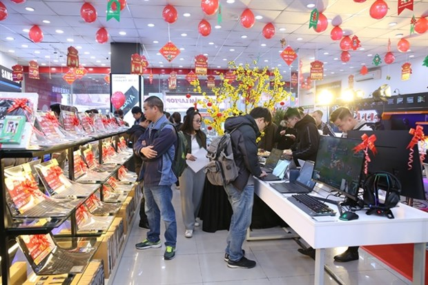 FPT Shop opens 30 laptop centres across the country hinh anh 1