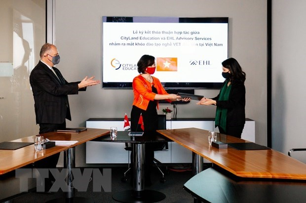 Vietnamese, Swiss educational establishments partner in hospitality training hinh anh 1